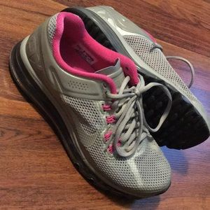 Women's Nike Air Max hot pink and silver / sz 8.5
